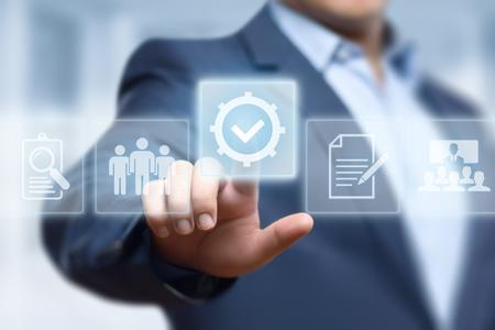 Standardqualitätskontrollbescheinigungs-Versicherungs-Garantie-Internet-Geschäfts-Technologie-Konzept. Standard-Bild