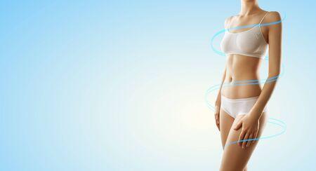 Schöne perfekte schlanke weibliche Körper-Fitness-Frau Standard-Bild