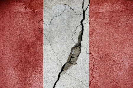 Peru earthquake tragedy flag painted on cracked wall. Imagens