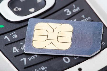 Nahaufnahme von Handy und SIM-Karte Standard-Bild - 12523594