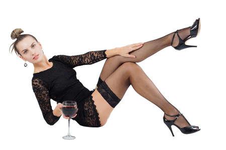 Das Mädchen in einem schwarzen Kleid mit einem Glas Wein Standard-Bild - 12508568