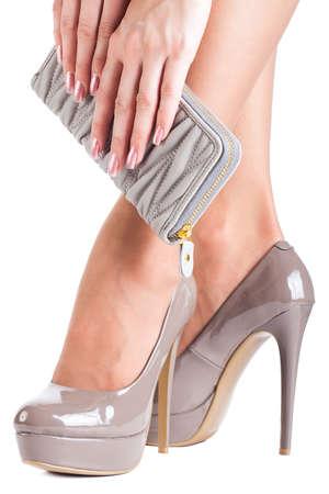 Frau trägt High Heels auf weißem Hintergrund Standard-Bild - 12523529