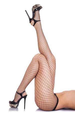 Sexy Frauen Beine in Netzstrümpfen isoliert über weiß