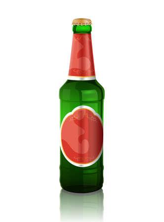 botellas de cerveza: Botella de cerveza verde con la etiqueta roja y la reflexión en el fondo blanco