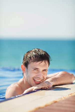 viewfinderchallenge3: wet tanned young man posing in the swimming pool Stock Photo