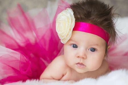 baby angel: Ritratto di molto dolce bambina piccola