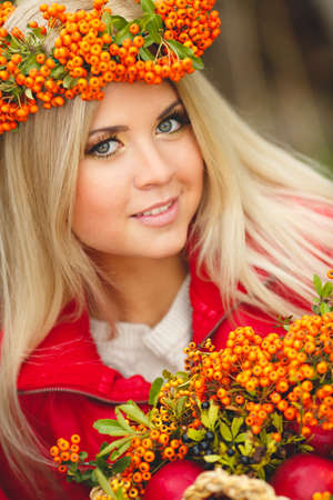 Portrait of smiling beautiful woman wreath of berries in autumn colors Imagens