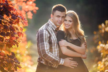 kisser: Portrait of a young couple in autumn Park