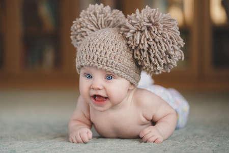 ojos hermosos: Bebé recién nacido lindo. Retrato de un 3 meses lindo bebé acostado en una manta Foto de archivo