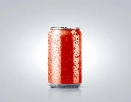 Blank red cold aluminium soda can mockup with drops, 330 ml, 3d rendering. Empty fresh fizzy pop packing mock up with condensate, isolated on white. Canned dripping drink template. Cool tin package. Archivio Fotografico