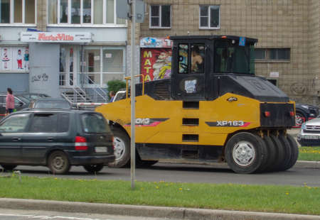 Kazakhstan, Ust-Kamenogorsk, may 22, 2019: Steamroller. Equipment for construction and repair roads. Yellow steamroller on the street 報道画像