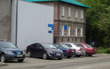 Kazakhstan, Ust-Kamenogorsk, may 22, 2019: Cars parked near the building. One of he city streets. Cityscape. Urban 報道画像
