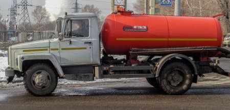 Kazakhstan, Ust-Kamenogorsk, november 13, 2017: Truck Gas 3307 with a cistern 報道画像