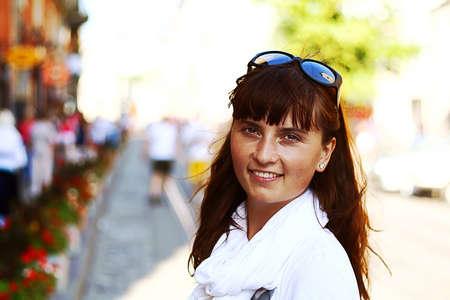 stay beautiful: mantenerse joven y bella mujer en la calle