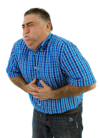 dolor abdominal: Hombre con dolor de estómago a punto de vomitar