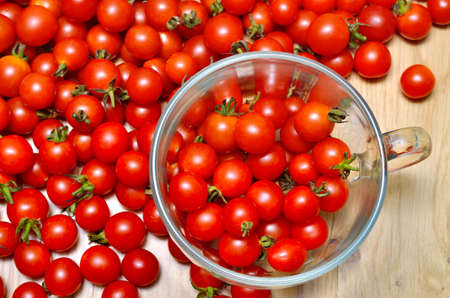 Red cherry tomatoes in a glass cup 免版税图像