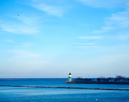 lake michigan lighthouse: Faro en el lago Michigan Foto de archivo