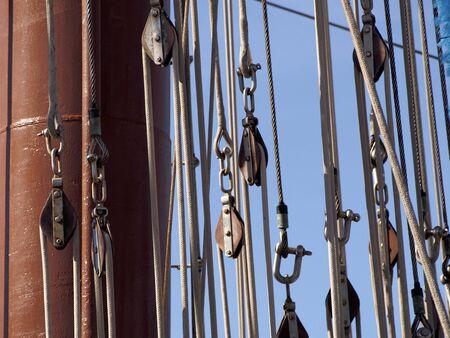poleas: Poleas de un barco Foto de archivo