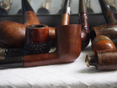 arbol de problemas: Second hand pipes in the market Foto de archivo