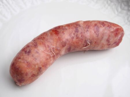 chorizos asados: Salchicha cruda en plato