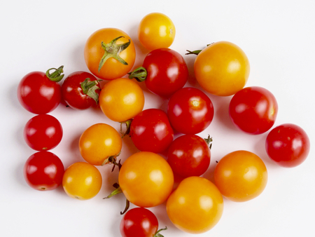 Cherry tomatoes on white background Banque d'images