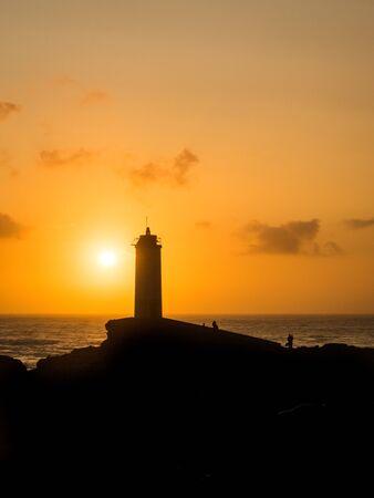 Roncudo vuurtoren in de zonsondergang in A Coruna - Spanje