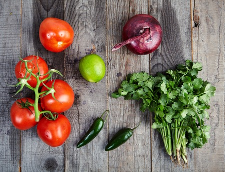 gallo: Ingredients for delicious, spicy sauce Pico de Gallo also called salsa Fresca. Traditional recipe, fresh tomatoes, red onion, cilantro, lime juice and spicy jalapenos. Stock Photo