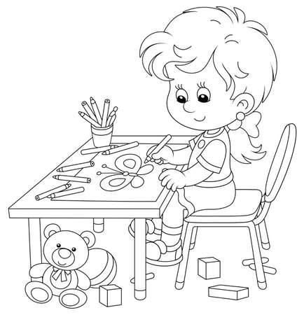 Niña sonriente sentada en su mesa y dibujando con lápices una imagen divertida de una pequeña mariposa hermosa, ilustración de dibujos animados de vector de contorno blanco y negro para una página de libro para colorear