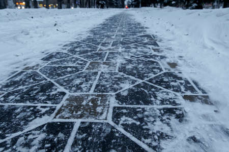 paving slabs under the snow Imagens
