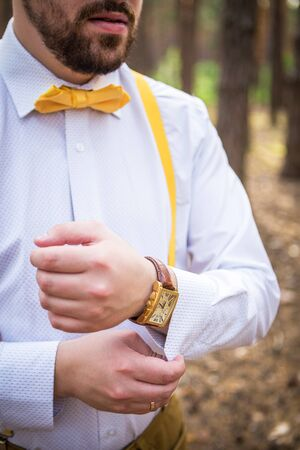 cuff: Bride with butterfly and suspenders, corrects cuff