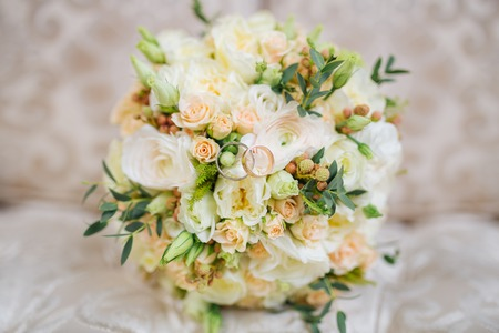 Wedding Bouquet Of Fresh Flowers Lies On The Couch Imagens