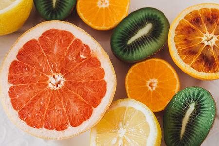 Sliced fruit on a family table Imagens