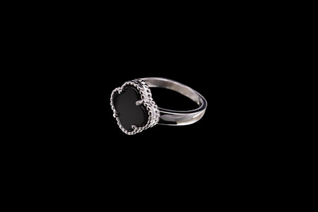 Ring with black stone in the shape of a flower