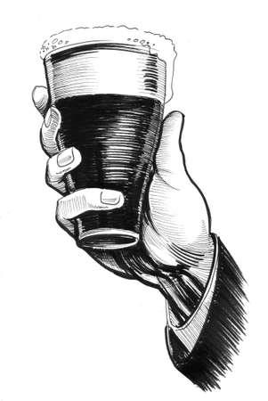 손에 맥주 한잔