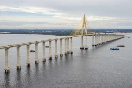 amazonas: Manaus-Iranduba bridge over Negro river, in the Amazon.