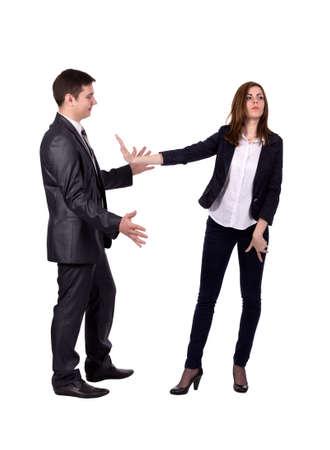 acoso laboral: Detener el acoso sexual Imagen de dos personas adultas j�venes. Hombre intenta acosar se�ora, ella expresa fuertes gestos de rechazo. C�digo de vestimenta oficial, fondo blanco, de cuerpo entero Foto de archivo