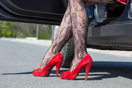 Reife Nice Heels und Strumpfhosen