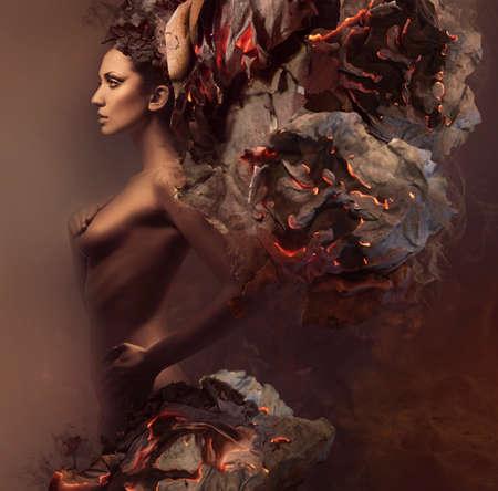 desnudo de mujer: mujer muy sexy en la quema de papel