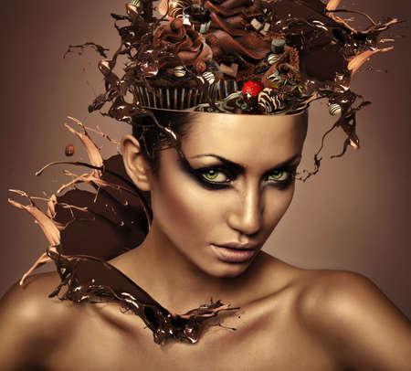 desnudo artistico: mujer con chocolate en la cabeza y splash Foto de archivo