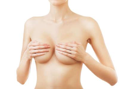corps femme nue: femme sensuelle avec les mains sur les seins sur fond blanc