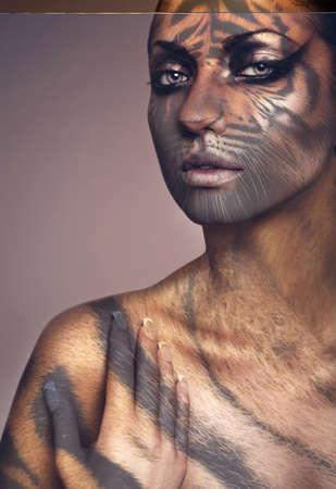 tigre blanc: Close up portrait de femme tigre