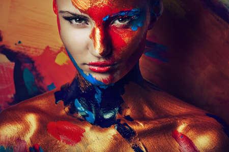 페인트에서 여자의 초상화 스톡 콘텐츠