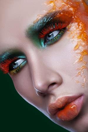 belleza masculina: masculino multicolor maquillaje de belleza Foto de archivo