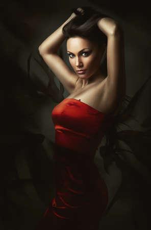 빨간 드레스에 갈색 머리 여자 스톡 콘텐츠