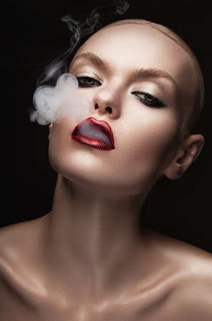 hot woman with smoke in mouth Banque d'images
