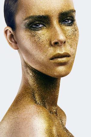 골드 glitter에서 여자의 초상화