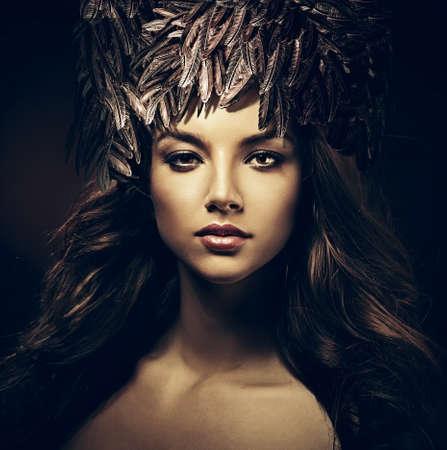 어둠 속에서 모자 섹시한 아름다운 여자