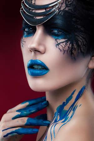 modelos negras: misteriosa mujer con maquillaje negro