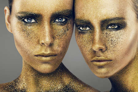 women faces in gold glitters Banque d'images