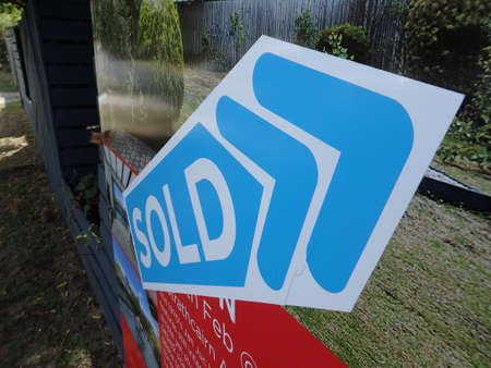 real estate house for sale sign with SOLD sticker on it Editöryel